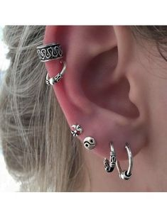 piercing piercing ideen Piercing na orelha: Dicas e In Piercing Implant, Innenohr Piercing, Ear Piercings Tragus, Cute Ear Piercings, Cartilage Earrings, Piercings Bonitos, Look 2015, Surfer, Body Art Tattoos