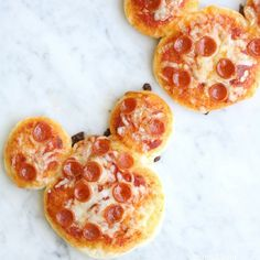 Make lunchtime extra fun and get the kids to help make a Mickey Mouse Pizza. Perfect for the Disney fans in your house. Make lunchtime extra fun and get the kids to help make a Mickey Mouse Pizza. Perfect for the Disney fans in your house. Lunch Recipes, Baby Food Recipes, Mexican Food Recipes, Mouse Recipes, Disney Food Recipes, Pizza Recipes, Fun Recipes For Kids, Fun Food For Kids, Dinner Ideas For Kids