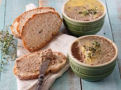 This pâté is rich and satisfying, and ideal for packed lunches and picnics. Make sure you use fresh livers – they should be shiny – and soak them in milk to remove any bitter taste. Chicken Liver Pate, Chicken Livers, Foie Gras, Paleo Recipes, Cooking Recipes, South African Recipes, Picnic Foods, Easy Snacks, Tasty Dishes