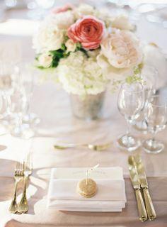 Oikeat häät: Pehmeän vaaleanpunaiset, kultaiset ja vehreät häät viinitilalla | Blushing Bride hääblogi