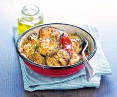 Pour changer du gratin de pommes de terre, voici une recette de gratin à base d'aubergine, de courgettes, de tomates et de parmesan. Un excellent plat.