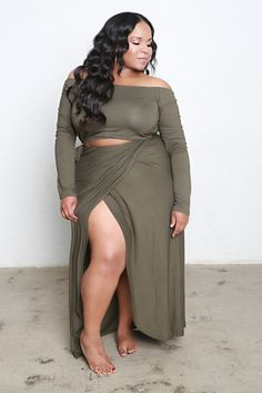 Our Set with Floor Length Maxi Wrap Skirt and Off the Shoulder Style Top. Size Runs True to Size. (Off The Shoulder Top With Skirt) Fat Fashion, Curvy Women Fashion, Look Fashion, Fashion Outfits, Plus Fashion, Plus Size Fashion For Women, Plus Size Women, Plus Size Dresses, Plus Size Outfits