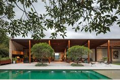 We are Jacobsen Arquitetura. We've developed projects on 4 continents and are recognized for architecture that is tropical and connected to nature Splash Swimming Pool, Swimming Pools, Outdoor Spaces, Outdoor Living, Outdoor Decor, Garden Landscape Design, Commercial Real Estate, Real Estate Companies, Mid Century House