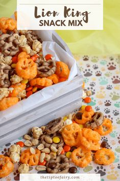 This Lion King Snack MIx is a total fun kid food. The best part is your kids can make it all by themselves for everyone for family movie night! Lion King Theme, Lion King Party, Lion King Birthday, 3rd Birthday, Birthday Ideas, Movie Night Snacks, Movie Nights, Night Food, Snack Mix Recipes