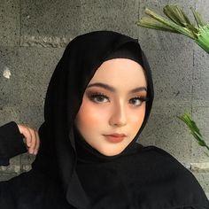 Hijab Makeup, Skin Makeup, Makeup Art, Beautiful Hijab Girl, Sweet Makeup, Peach Makeup, Make Up Pengantin, Modele Hijab, Hijab Fashionista