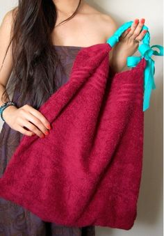 DIY beach bag from a towel love this so I can just shake it out n throw it in the wash!.