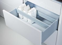 Pull-outs with crosswise dividers #Poggenpohl #kitchenaccessories