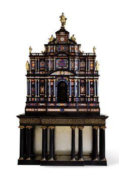 Travail romain vers 1620. Cabinet en pierres dures, ébène, bronze doré et argent, 178 x 126 x 54 cm. Adjugé : 2 499 000 €