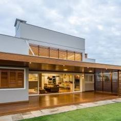 Casa em Taquara/RS: Terraços Moderno por Plena Madeiras Nobres