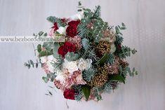 Зимний свадебный букет из гвоздики и эвкалипта
