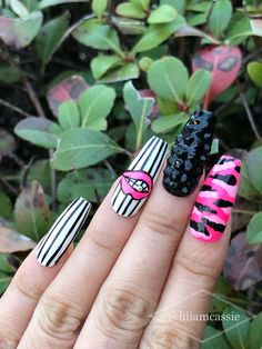 pretty french nails nagel winter and christmas nails art designs ideas 17 Halloween Acrylic Nails, Cute Acrylic Nails, Glue On Nails, Gel Nails, Creative Nail Designs, Creative Nails, Christmas Nail Art Designs, Christmas Nails, Camouflage Nails