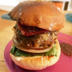 お店がお休みでも家ハンバーガー☺︎ 息子が初めて作ったベーコンチーズバーガー!! 相棒のシェフもビックリな仕上がり♪ 五反田で美味しいハンバーガーを食べるなら是非SNATCH's LUNCHへ!!! 8日より通常営業です♪ SNATCH's LUNCH 月-金曜日  11:30-14:00 #ランチ  #lunch  #五反田ランチ #gotandalunch #ハンバーガー  #hamburger  #五反田ハンバーガー  #gotandahamburger  #barsnatch #バースナッチ #スナッチ #SNATCH #snatch #bar #バー #隠れ家 #スクリーン #プロジェクター #モニター #貸切 #肉 #パスタ #バル #サンド #sandwiches #サンドイッチ #sandwich #グルメバーガー