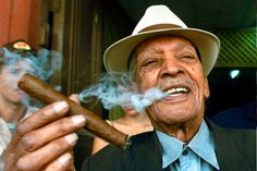 Compay Segundo-Cuban Trova guitarist and singer Cigars And Whiskey, Good Cigars, Cuban Cigars, Famous Cigars, Whisky, Man Smoking, Cigar Smoking, People Smoking, Smoking Room