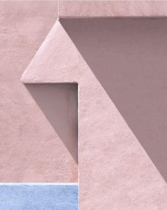 When Australian photographer George Byrne moved to Los Angeles, he began to create an experimental documentation of the city's sun-drenched surfaces and vivid colours. Colour Architecture, Minimal Architecture, Architecture Details, Transformers, Peach Walls, Summer Backgrounds, Clear Blue Sky, Diy Canvas Art, Pattern Library