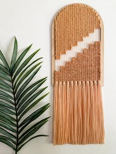 Weaving Tools, Weaving Yarn, Hand Weaving, Circle Loom, Arts And Crafts, Diy Crafts, Pop Out, Macrame Projects, Tassel