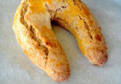 Ferradura é um doce seco tradicional português, como o nome diz tem o formato de…