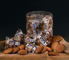 Tuba ciasteczka owsiane Mieszanka ciasteczek owsianych z dodatkiem rodzynek, czekolady, orzechów, kokosu, jabłek. Ciasteczka owsiane pakowane po 2 sztuki.