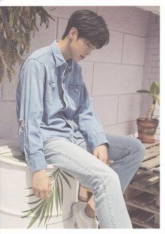 Korean Fashion Men, Mens Fashion, Denim Button Up, Button Up Shirts, Kwon Hyunbin, Korean Entertainment, Hyun Bin, Ulzzang Boy, Asian Boys