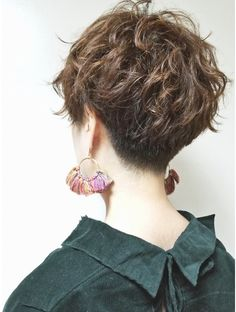 Pin on ショートヘア Asian Short Hair, Short Curly Hair, Short Hair Cuts, Curly Hair Styles, Curly Pixie Hairstyles, Tomboy Hairstyles, Cool Hairstyles, Androgynous Hair, Girls Short Haircuts