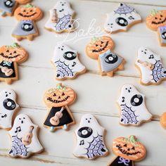 ° ° Halloween × music  icing cookies 👻🎶🎃 ° みんな集まると、なんだか楽しいね :-) カボチャくんの顔の柄もみーんな!違います。 せっかく1枚1枚手作りするんだもん!こうやって変えた方が作るのも楽しい♡選ぶのも楽しいよね〜♡ ° ° 10月10日の台風被害チャリティーLIVE @dor_rec で販売予定のアイシングクッキーたち :-) (アンドベイクもその趣旨に賛同し、当日の売り上げの一部を募金させて頂きます) ° °