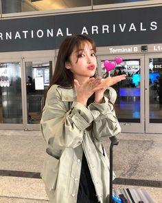 korean fashion looks great . Style Ulzzang, Korean Ulzzang, Cute Korean Girl, Asian Girl, Korean Beauty, Asian Beauty, Yoon Ara, Ft Tumblr, Korean Photo