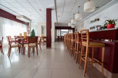 Hotel RH Sol -  Cafetería Table, Furniture, Home Decor, Sun, Restaurants, Decoration Home, Room Decor, Tables, Home Furnishings