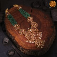 Gold Temple Jewellery, Gold Jewelry, Beaded Jewelry, Antique Jewellery Designs, Gold Jewellery Design, Gold Haram, Peacock Design, Uncut Diamond, Necklace Designs