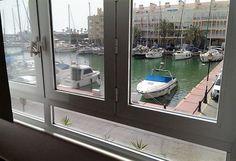 #ALMERIA #El_ Ejido_Almerimar. #Alquiler_apartamento en el #puerto_deportivo de Almerimar. Dispone de 2 dormitorios, baño, cocina, salón comedor y #terraza_vistas_puerto. Situado a 2 minutos andando de la playa, junto a todo tipo de comercios, zonas de ocio y restaurantes. El lago Victoria a 5 minutos donde se pueden realizar también actividades náuticas y #escuela_de_surf a 5 minutos. Cerca del Parque Natural y del campo de Golf. #apartamento_vistas_playa…