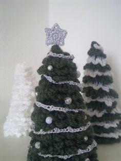 Een fijne feestboom, gevonden op : https://docs.google.com/file/d/0B53Qt4tPM1oucVhON0Q3Nl9ROW1GMjN0WE9xSmh6UQ/edit  Christmas tree - crochet, found on : http://sascha-lovetoknit.blogspot.nl/2011/12/een-fijne-feestboom.html