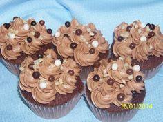 Recetas a la Verónica: Cupcakes de Cacao con Crema de Chocolate y Avellanas (2ª ENTREGA)