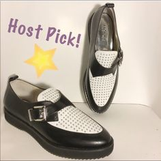 "Michael Kors MK Dakota studded loafer 9.5 3/17 Style Staples Host Pick!How amazing are these? Won't see these everywhere! Brand new, never worn, with tags inside the shoe still. Genuine leather upper. 1"" platform. Original price $195. ✅offers❌trades/PP bundles save 20% off 2+ MICHAEL Michael Kors Shoes Flats & Loafers"