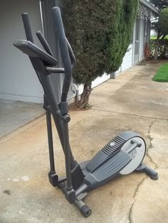 Elliptical exercise equipment Gold's Gym 10403