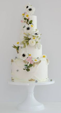 Chic Daily Wedding Cake Ideas (New!). To see more: http://www.modwedding.com/2014/07/09/chic-wedding-cake-ideas/ #wedding #weddings #wedding_cake Featured Wedding Cake: Maggie Austin Cake