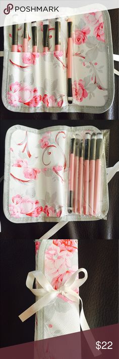 Makeup brush set with travel pouch Brand new 6 Makeup brushes with floral travel case Makeup Brushes & Tools