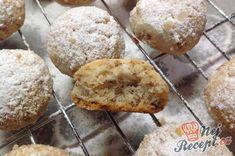 Původní recept je s pekanovými ořechy, já používám vlašské. Sušenky jsou krásně křehké, mají plnou chuť másla a ořechů a doslova se Vám rozplynou na jazyku. Mají jen jednu vadu, snědí se vždycky příliš rychle :)