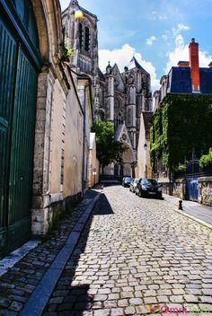 Bourges - Rue piétonne et Cathédrale