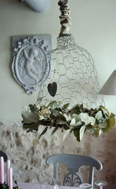 Decorative : luster van kippengaas engel in gips… Chicken Wire Art, Chicken Wire Crafts, Farm Chicken, Vintage Crafts, Home And Deco, Lamp Shades, Cool Lighting, Diy And Crafts, Projects To Try