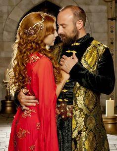 Hurrem and the Sultan (Halit Ergenç & Meryem Uzerli) Turkish Fashion, Turkish Beauty, Sultan Pictures, Amor Romance, Sultan Suleyman, Meryem Uzerli, Kosem Sultan, Star Wars Meme, Medieval Costume