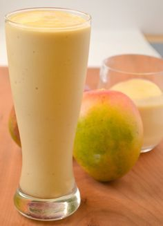 Tropical Mango Smoothie Mango Protein Smoothie 1 large ripe banana 1 C mango chunks C fresh pineapple chunks scoop your favorite protein powder(optional) C almond milk, to blend(or your favorite alternative – light coconut milk would be am Mango Pineapple Smoothie, Mango Smoothie Recipes, Juice Smoothie, Smoothie Drinks, Detox Drinks, Detox Juices, Strawberry Smoothie, Smoothie Bowl, Protein Smoothies