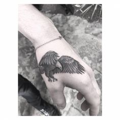 Single needle eagle tattoo on Brooklyn Beckham's left hand. - Single needle eagle tattoo on Brooklyn Beckham's left hand. Eagle Tattoo Arm, Small Eagle Tattoo, Small Hand Tattoos, Hand Tattoos For Guys, Eagle Tattoos, Left Hand Tattoo, Hawk Tattoo, Phönix Tattoo, Head Tattoos