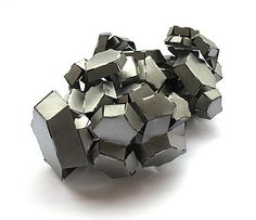 """mirjam hiller - """"heaps and crystals""""since 2008 - brooch crystal Jewelry Art, Silver Jewelry, Jewelry Accessories, Jewelry Design, Contemporary Jewellery, Contemporary Art, Body Adornment, Schmuck Design, Art Object"""