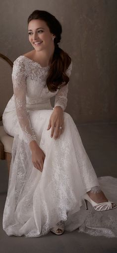 Adrianna Papell   Backless Long Sleeve Chantilly Lace Wedding Dress with Illusion Neckline - 31014