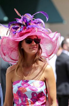 A patron wears a derby hat before the 2016 Kentucky Oaks at Churchill Downs. Love this hat! Derby Attire, Derby Outfits, Outfits With Hats, Kentucky Derby Fashion, Kentucky Derby Outfit, Royal Ascot Hats, Derby Party, Church Hats, Weird Fashion