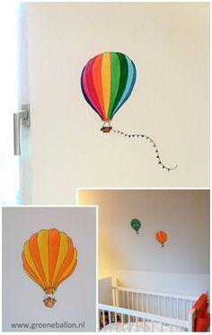 luchtballonnen | regenboogkleuren | kleine muurschildering | kinderkamer | babykamer | www.groeneballon.nl | Den Haag