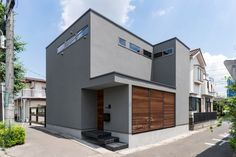R-OFFICE R-OFFICE 外観①|重量木骨の家 選ばれた工務店と建てる木造注文住宅 Style At Home, Large Wooden Box, Japan Architecture, Brown House, Exterior Paint Colors, Japanese House, Interior Design Living Room, Home Renovation, Beautiful Homes