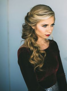 For an easy destination wedding hairstyle, go for classic sideswept curls.