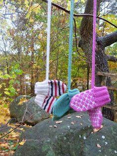 Ravelry: Lilly No-thumb Mittens pattern by Sofie Hillersand Mittens Pattern, Knit Mittens, Knitted Gloves, Baby Boy Knitting, Baby Knitting Patterns, Stick O, Baby Barn, Drops Design, Tyga