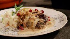 Saftiga älgbiffar med gräddsås och mandelpotatispuré med smörstekta kantareller. Beef, Chicken, Food, Drink, Meal, Beverage, Hoods, Drinks, Ox