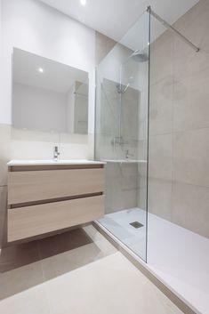 Modern Small Bathrooms, Bathroom Layout, Modern Bathroom Design, Beautiful Bathrooms, Bathroom Interior Design, Behindertengerechtes Bad, Bathroom Inspiration, Modern Bathrooms, Bathroom Ideas