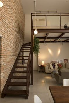 Vitor Penha - industrial chic rústico rustic reuso de design iluminação lightning parede tijolo brick wall escada stairs loft mezanino